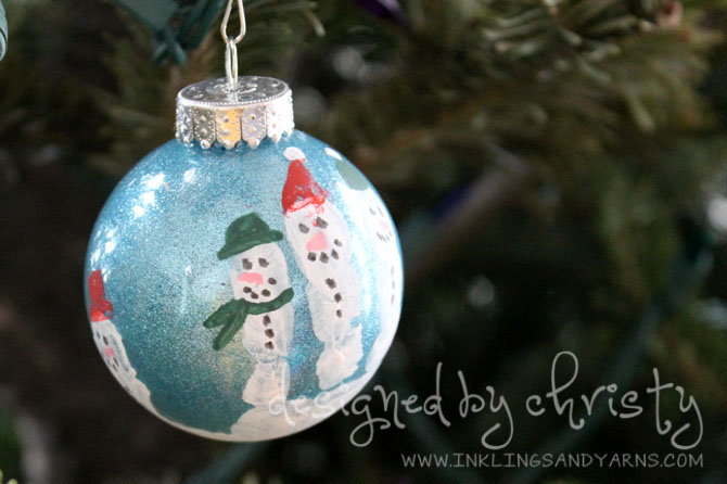 Handprint Christmas Ornament | www.inklingsandyarns.com